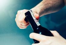 Sposoby na otwarcie wina bez korkociągu