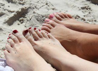 Pałeczka ropy błękitnej na paznokciach