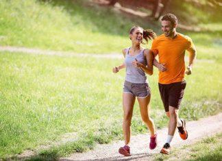 Tradycyjny sport, nowoczesna technologia - gadżety dla biegaczy