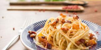 Spaghetti ze śmietaną i boczkiem – prosty przepis